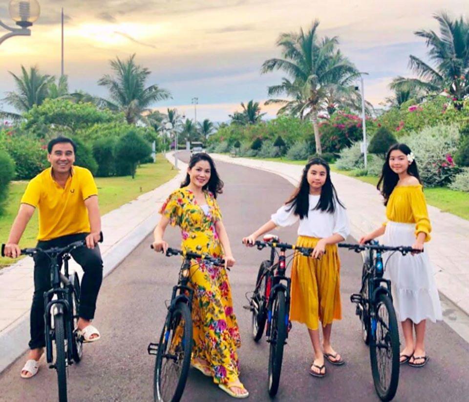 Dự đám cưới, 2 con gái Quyền Linh chiếm spotlight vì xinh hơn cả cô dâu-13