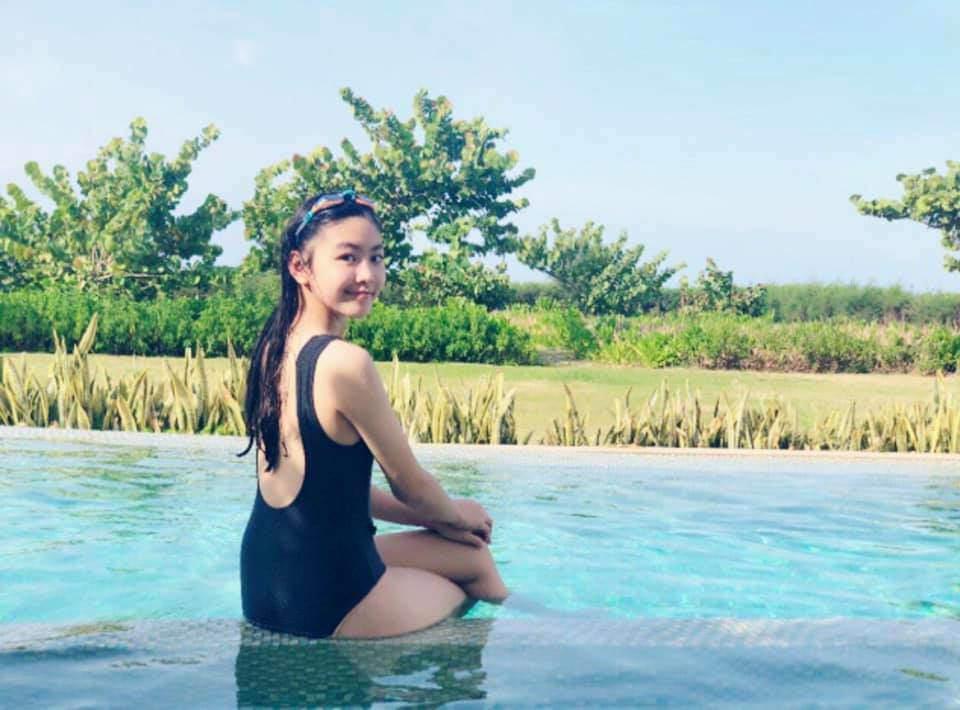 Dự đám cưới, 2 con gái Quyền Linh chiếm spotlight vì xinh hơn cả cô dâu-10