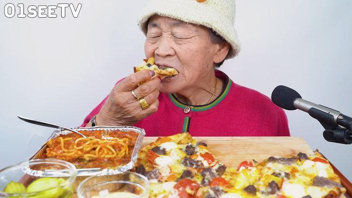 Quay vlog ăn uống thả ga, cụ bà 82 tuổi người Hàn Quốc gây sốt cộng đồng mạng-2