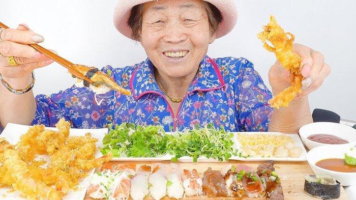 Quay vlog ăn uống thả ga, cụ bà 82 tuổi người Hàn Quốc gây sốt cộng đồng mạng-4