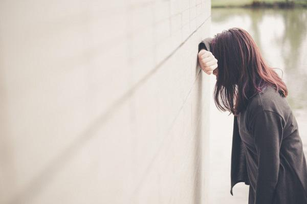 Đến nhà người yêu chơi lần đầu, thấy bức ảnh treo trên tường, tôi bỏ chạy mất dép-2