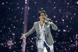 Hà Anh Tuấn 'đãi fan' với loạt hit