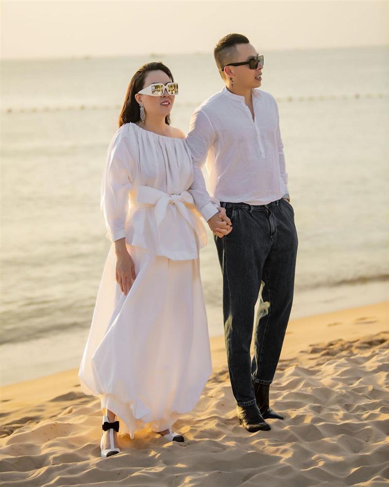 Phượng Chanel lại tự dìm hàng vì yêu thích trang phục lùng bùng như chú hề-1