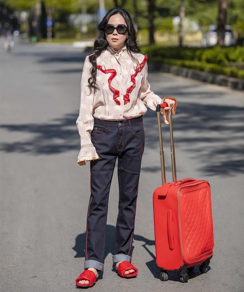 Phượng Chanel lại tự dìm hàng vì yêu thích trang phục lùng bùng như chú hề-6