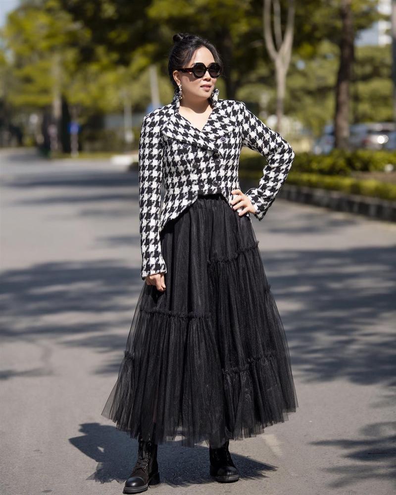 Phượng Chanel lại tự dìm hàng vì yêu thích trang phục lùng bùng như chú hề-7