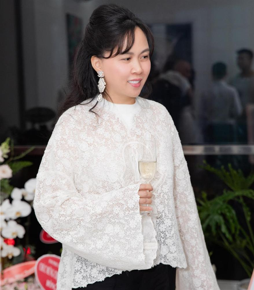 Phượng Chanel lại tự dìm hàng vì yêu thích trang phục lùng bùng như chú hề-8