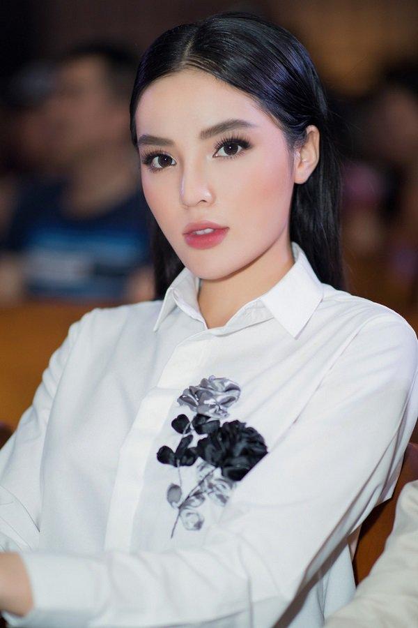 Nhìn lại hình cũ của Kỳ Duyên mới thấy, nhan sắc nàng Hậu năm 2019 thay đổi nhiều quá!-12