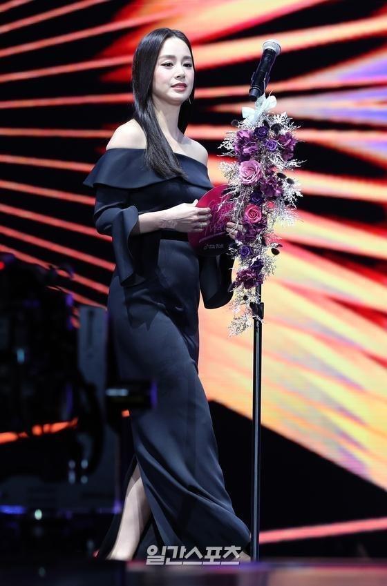 Kim Tae Hee gây thất vọng vì nhan sắc tụt dốc, thân hình kém thon thả trong lễ trao giải Golden Disc Awards 2020-4