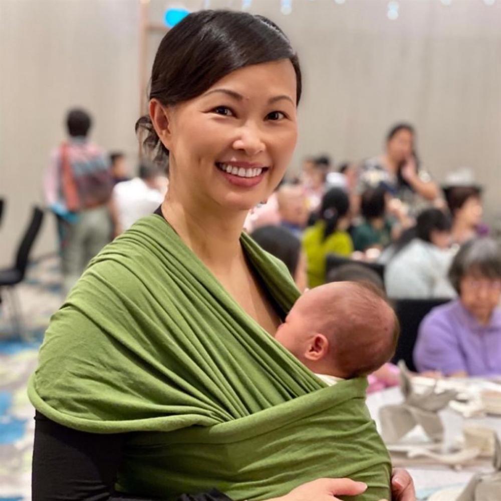 Lịm tim với khoảnh khắc ông xã bên con gái mới sinh, Shark Linh ưu ái phong cho chồng vị trí cực cao-2