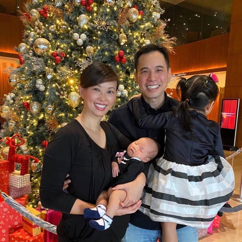 Lịm tim với khoảnh khắc ông xã bên con gái mới sinh, Shark Linh ưu ái phong cho chồng vị trí cực cao-3