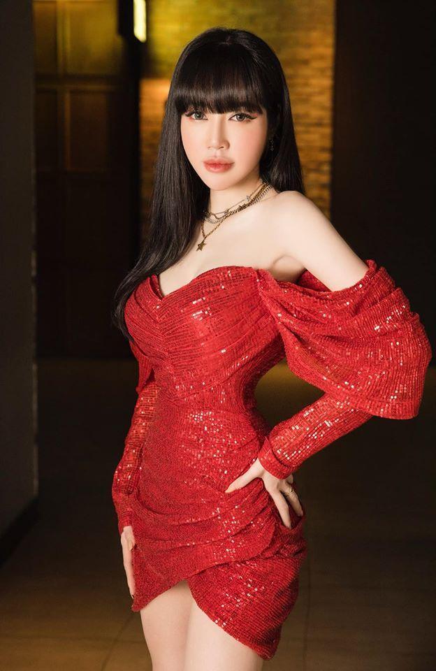 Vừa thoát mác cô nội trợ kín đáo trên phim, Hồng Diễm có màn đụng hàng cực gắt với Elly Trần-7