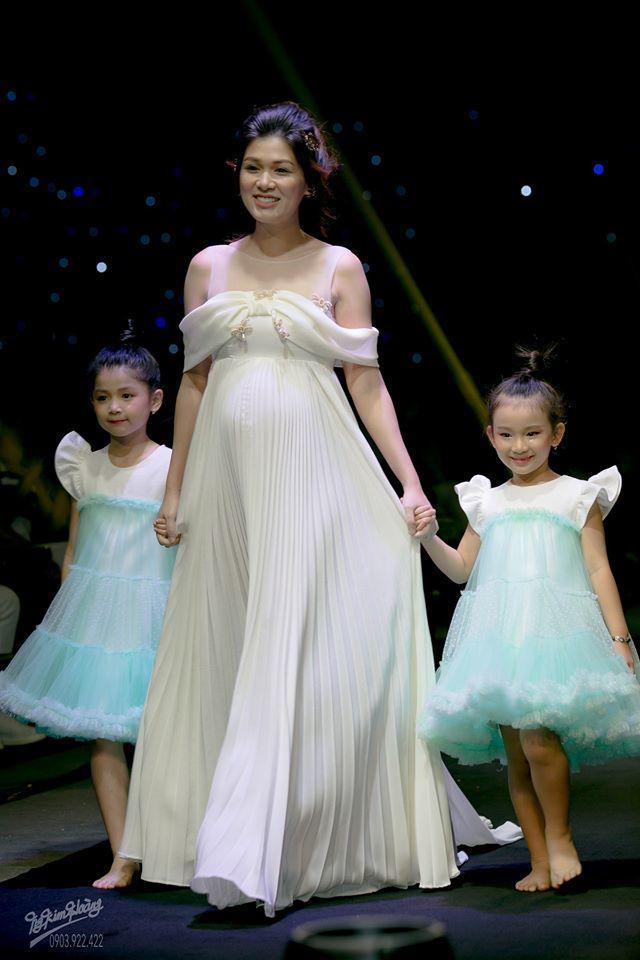 Mỹ nữ Vũng Tàu đăng quang Hoa hậu ở Hàn, không ngờ trong bụng đang mang thai con thứ 6-4