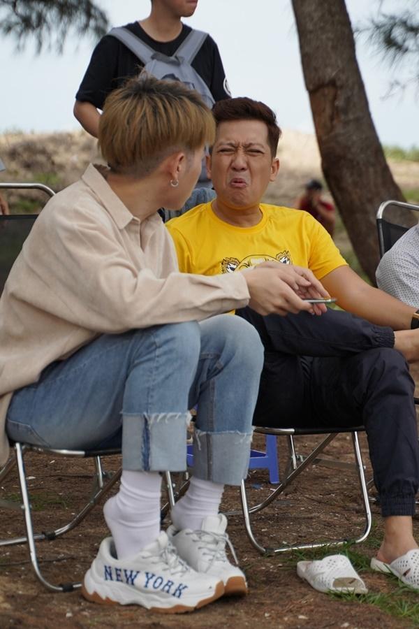 Đức Phúc tận tình chăm sóc Trường Giang trên phim trường 30 Chưa Phải Tết-5
