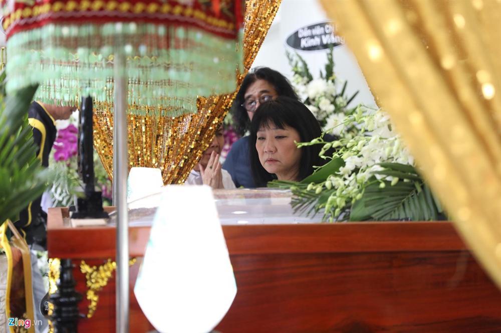 Việt Trinh, Cẩm Vân đến viếng NSƯT Chánh Tín ngày cuối-3