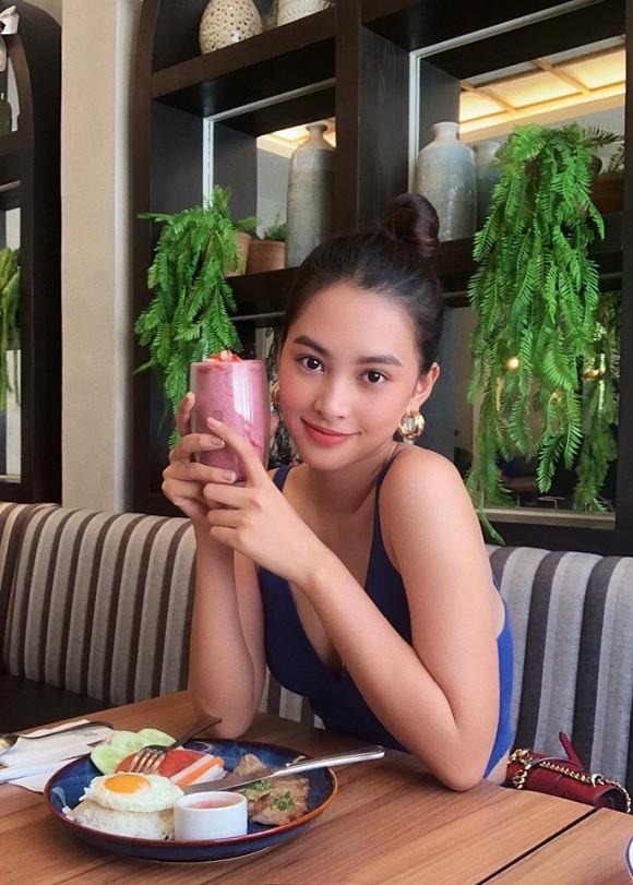 Hoa hậu Tiểu Vy khoe vòng eo con kiến không chút mỡ thừa với áo croptop-6