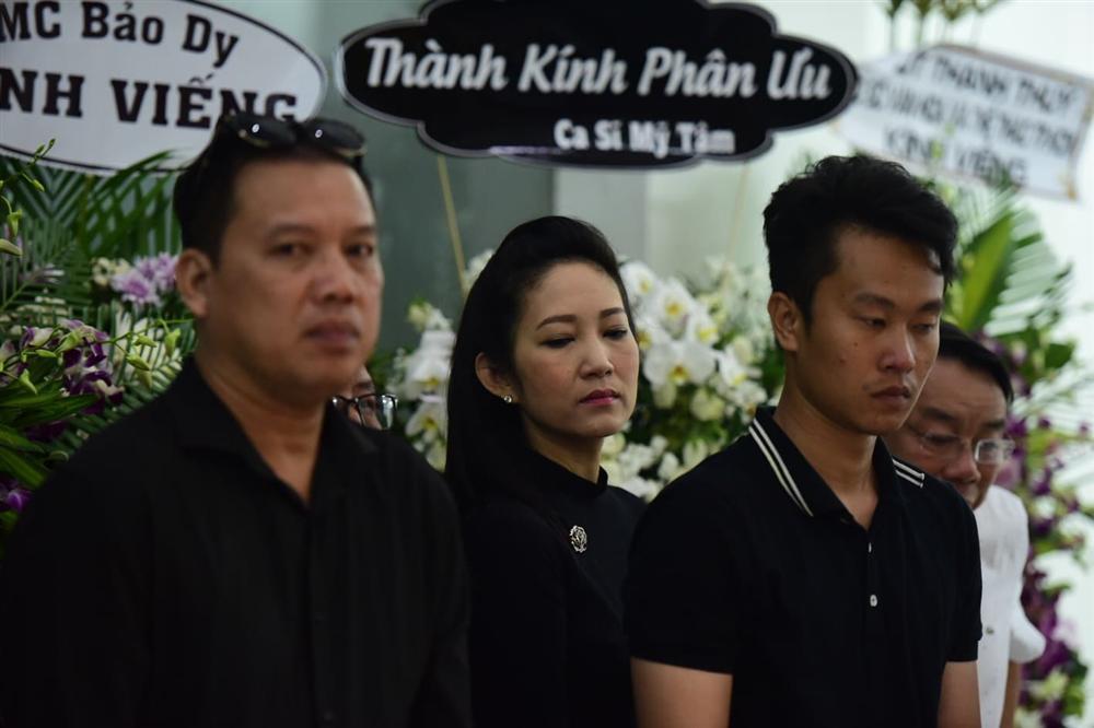 Vợ cố nghệ sĩ Chánh Tín khóc cạn nước mắt, lả trên phố khi đưa chồng đi hỏa táng-5