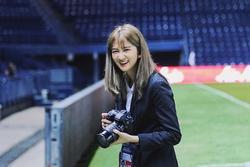 Hotgirl xứ chùa Vàng dẫn đoàn cho thầy trò HLV Park tại U23 châu Á