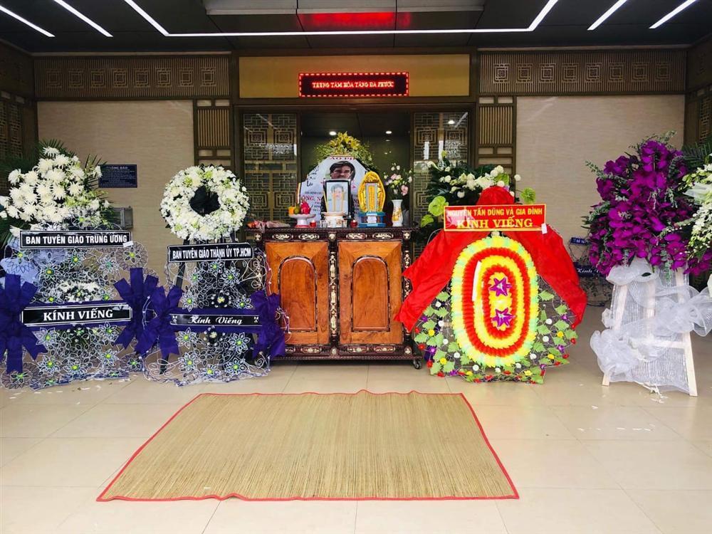 GIÂY PHÚT NGHẸN NGÀO: Con trai nghệ sĩ Chánh Tín nhìn mặt cha lần cuối, khóc òa trước quan tài-1