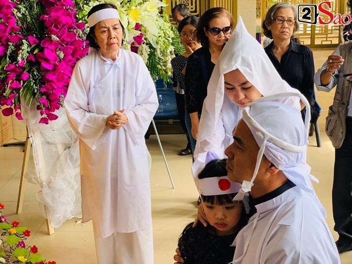 GIÂY PHÚT NGHẸN NGÀO: Con trai nghệ sĩ Chánh Tín nhìn mặt cha lần cuối, khóc òa trước quan tài-7