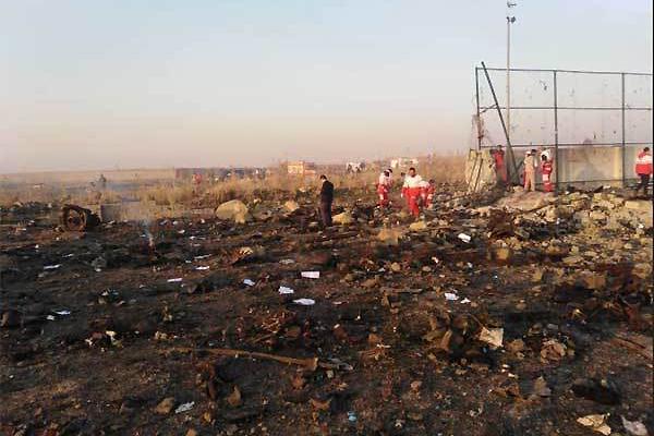 Máy bay chở hơn trăm người rơi ở Iran, không ai sống sót-3