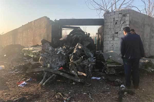 Máy bay chở hơn trăm người rơi ở Iran, không ai sống sót-4