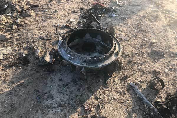 Máy bay chở hơn trăm người rơi ở Iran, không ai sống sót-5