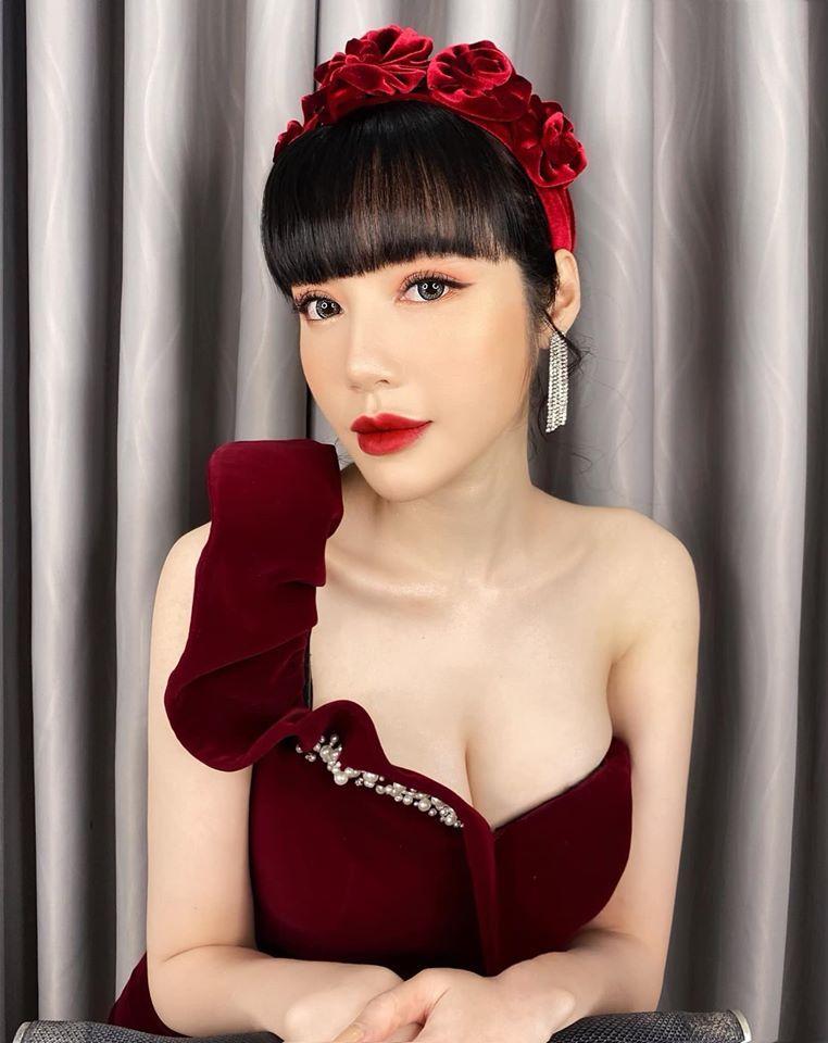 Cùng đeo bờm nhung: Hà Tăng hack cả chục tuổi - Elly Trần biến thành đóa hoa hồng-3
