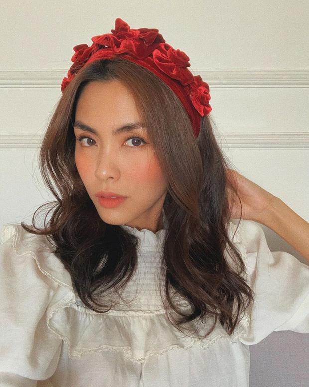 Cùng đeo bờm nhung: Hà Tăng hack cả chục tuổi - Elly Trần biến thành đóa hoa hồng-5