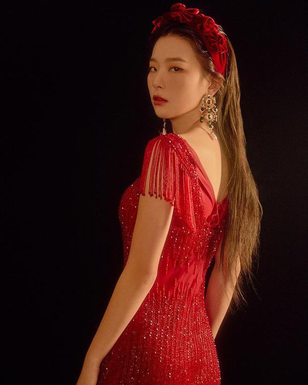 Cùng đeo bờm nhung: Hà Tăng hack cả chục tuổi - Elly Trần biến thành đóa hoa hồng-8