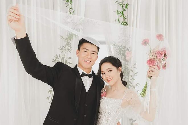 Mở bát đầu năm: Văn Đức lấy vợ, Duy Mạnh kém miếng khó chịu cưới luôn cho nóng nhưng tò mò nhất là Quang Hải-3