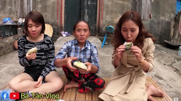 Được bà Tân Vlog làm món bánh sắn chiêu đãi, nhìn cách ăn của các cháu dân mạng tìm ra điểm sai sai-8