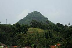 Phong tục kỳ dị ở Indonesia: Quan hệ với người lạ để trở nên may mắn và giàu có