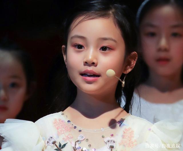 Từng bị chê xấu xí khác hẳn bố mẹ, con gái Lý Tiểu Lộ gây sốt khi lớn lên lại xinh ngỡ ngàng-8