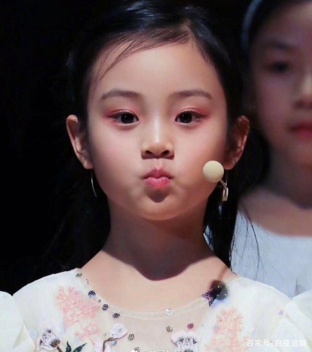 Từng bị chê xấu xí khác hẳn bố mẹ, con gái Lý Tiểu Lộ gây sốt khi lớn lên lại xinh ngỡ ngàng-9