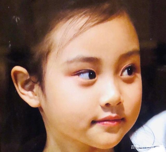 Từng bị chê xấu xí khác hẳn bố mẹ, con gái Lý Tiểu Lộ gây sốt khi lớn lên lại xinh ngỡ ngàng-12