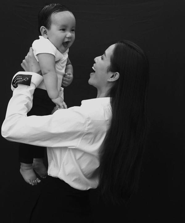 Hoa hậu Phạm Hương sắp đưa con trai về Việt Nam-4