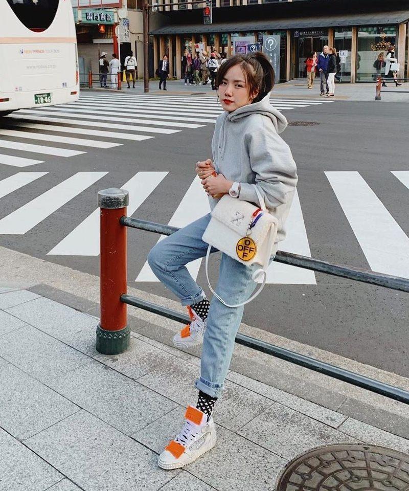 phuong-ly Tiểu Vy lộ dáng gầy gò, Diệu Nhi lên đồ phá cách với outfit họa tiết hoạt hình