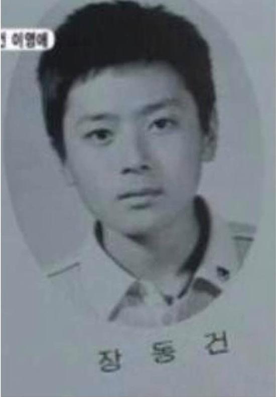 Ảnh tốt nghiệp tiểu học của dàn nam thần hot nhất Kbiz: Đố bạn nhận ra ai?-1