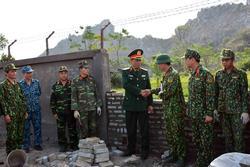 Lãnh đạo Tổng cục Chính trị thăm các đơn vị thi công tường rào bảo vệ sân bay Miếu Môn