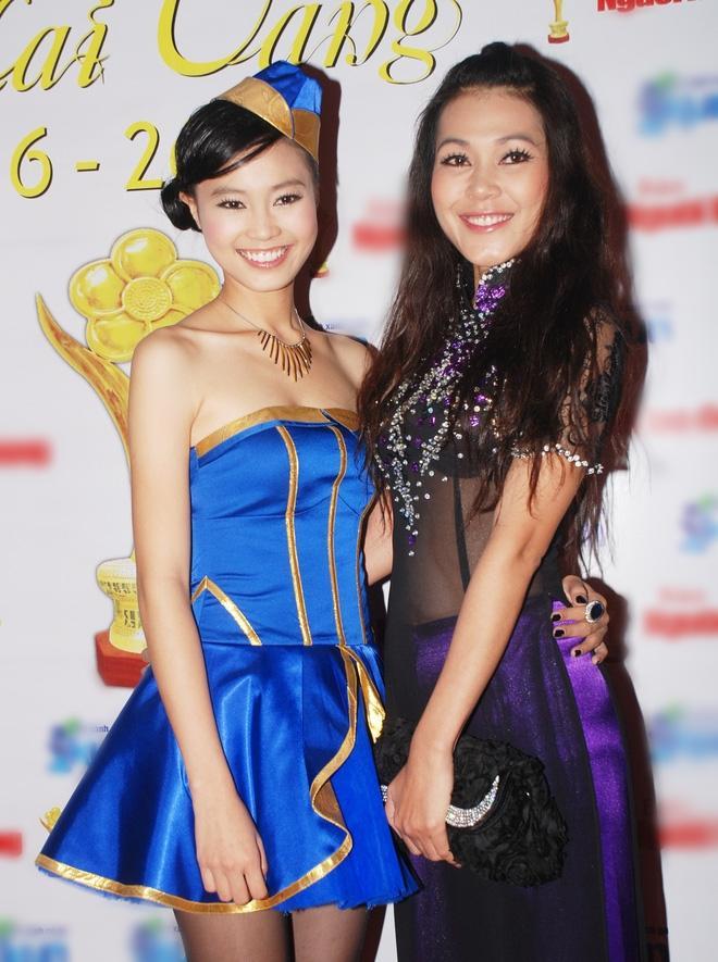 Cùng nhận giải Mai Vàng mà Ninh Dương Lan Ngọc 2010 mặc áo fan tặng, 2020 đã diện trang sức bạc tỷ-5
