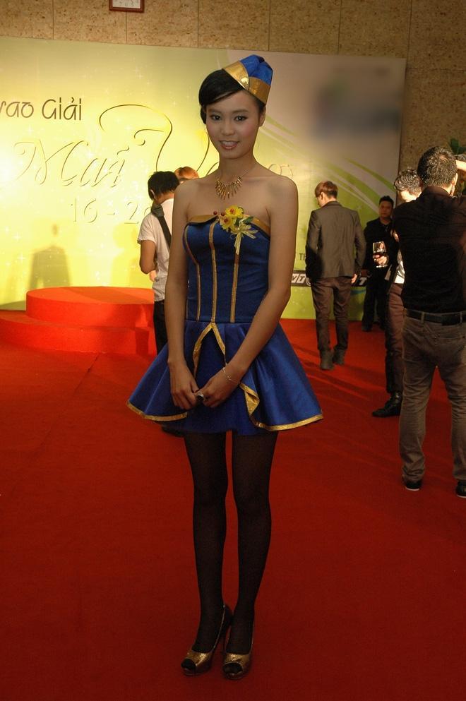 Cùng nhận giải Mai Vàng mà Ninh Dương Lan Ngọc 2010 mặc áo fan tặng, 2020 đã diện trang sức bạc tỷ-6