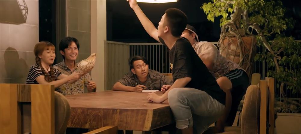 Đúng như dự đoán, K-ICM và mẹ nuôi bị đá xoáy cực thâm trong MV mới của Thái Vũ (FAP TV)-2