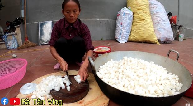 Bà Tân Vlog làm kim chi củ cải siêu ngon nhưng lại mời khách đến nhà ăn theo cách lạ-2