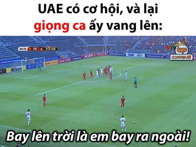 Ảnh chế thủ môn Bùi Tiến Dũng lăn xả trong trận hòa U23 UAE-4
