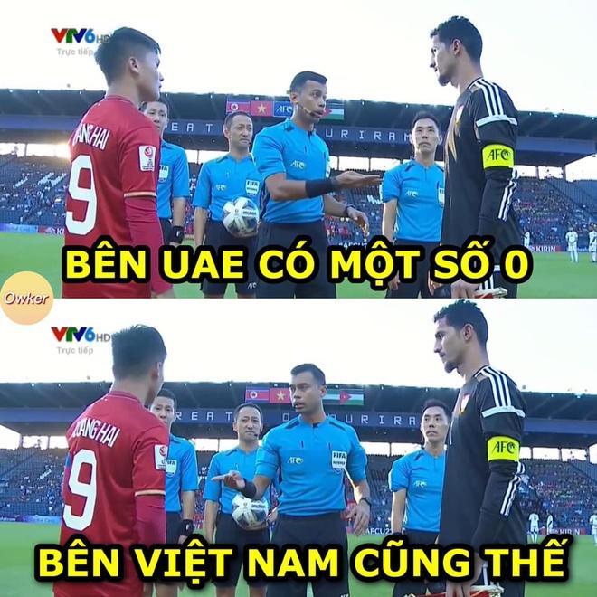 Ảnh chế thủ môn Bùi Tiến Dũng lăn xả trong trận hòa U23 UAE-5