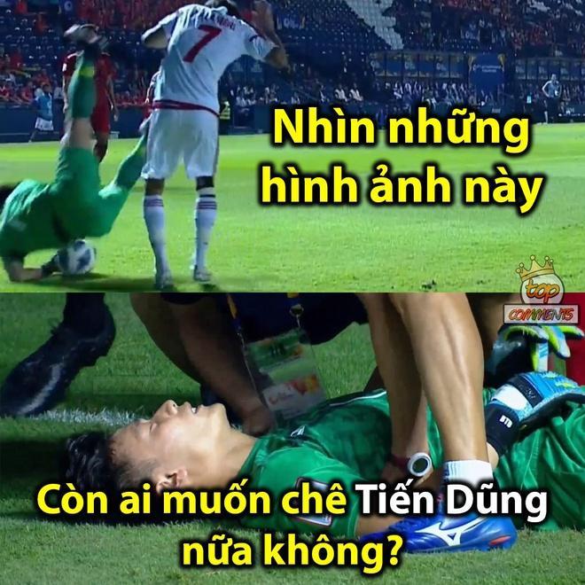 Ảnh chế thủ môn Bùi Tiến Dũng lăn xả trong trận hòa U23 UAE-8