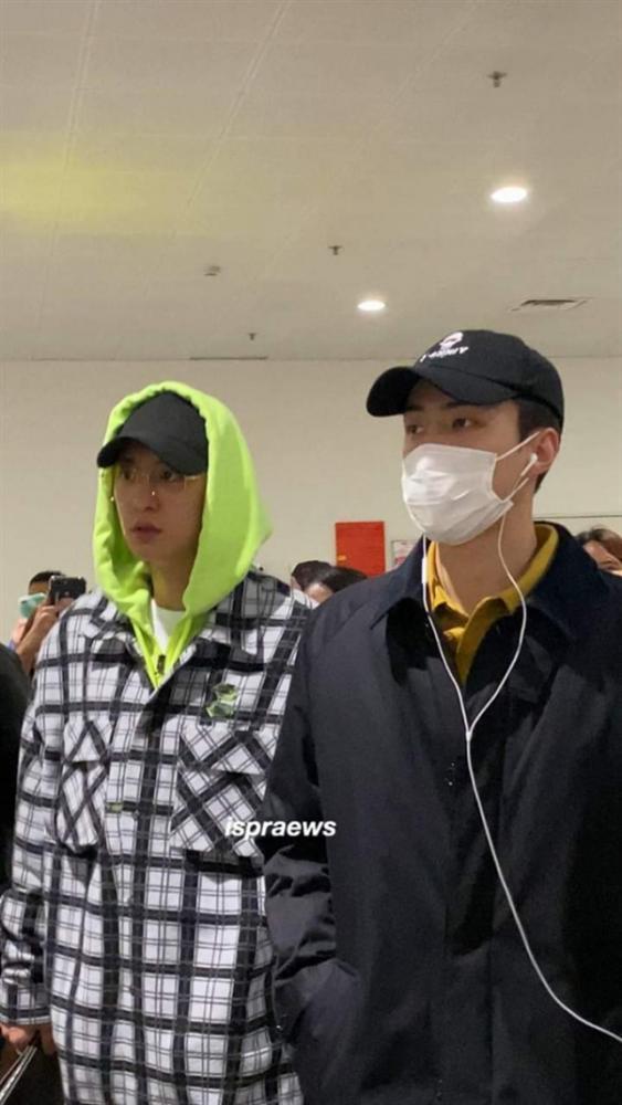Fan quốc tế phẫn nộ trước cách fan Việt chào đón EXO: xô đẩy, sờ mó, leak cả hộ chiếu của Chanyeol - Sehun-1