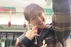 Nổi tiếng là thế, sao nhí Kim Yoo Jung vẫn khoe ảnh giản dị đi tàu điện ngầm