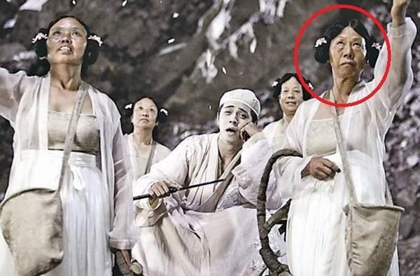 Bác gái xấu xí phim Châu Tinh Trì mua 2 ngôi nhà ở tuổi 70-1