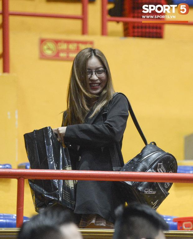 Bị fans tổng tấn công dò hỏi việc có bạn trai mới, tình cũ Quang Hải có cách né đòn cực khéo-2
